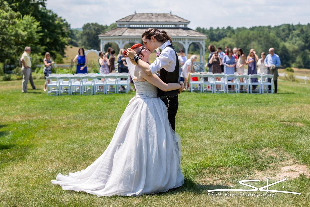 Salem Cross Inn Wedding : Alice + Joules